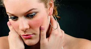 зачервяване на лицето и шията