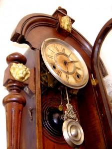стенен-часовник