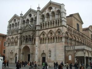 Странната архитектура на италианска катедрала буди научни догадки