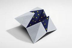 Интересно гадание с хартиена солничка