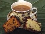 Чаша ароматен  чай и вкусен сладкши - истинско блаженство за начало на новия ден