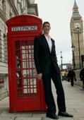 Висок колкото английска телефонна кабинка
