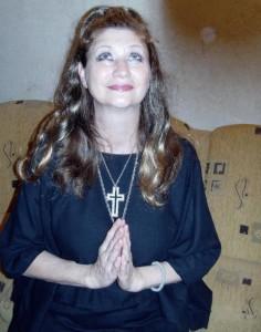 Евелина Лютова се моли