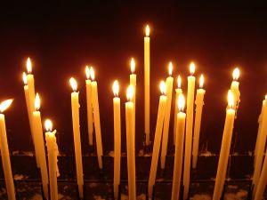 Огънят от свещите, запалени за покойниците, укрепва техните души