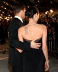 Анджелина  Джоли има   будистки надпис на нейния гръб