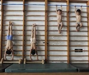 Не само жестоките тренировки правят от малките китайчета шампиони