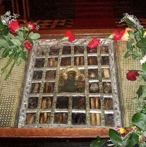 Свети мощи на 32 светци, заедно с Пресвета Богородица = 33 пъти по-голяма сила