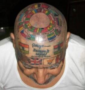 Дори и по главата си той е изписан с флагове и лозунги