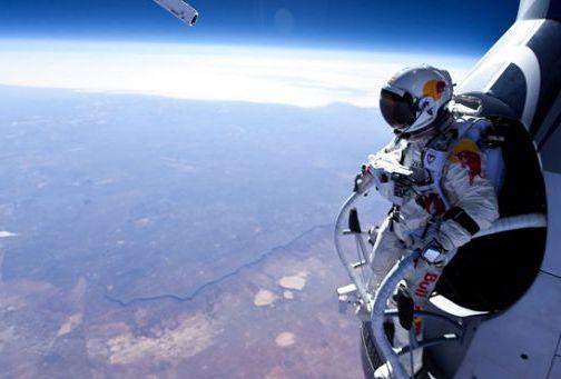 Red Bull – следващото НИВО! Скок с парашут от ръба на Космоса! (ВИДЕО)