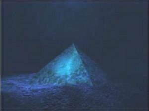 Това не ви ли прилича на Хеопсовата пирамида, но тази е под водата