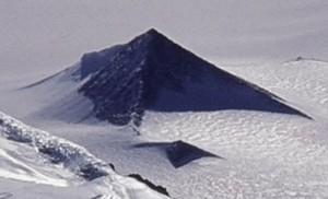 Не сред пясъка, а сред ледовете и снеговете на Аляска има пирамиди