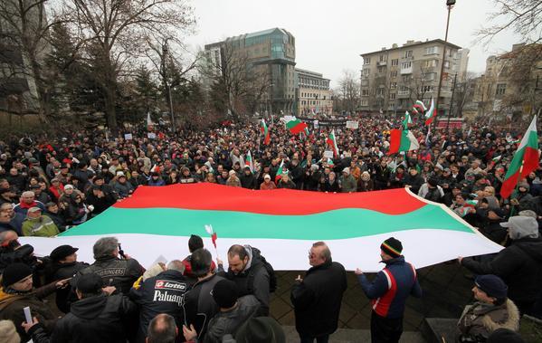 Чудо невиждано! Протестите във Варна продължават! (СНИМКИ и ВИДЕО)
