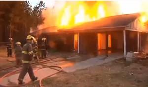 Докато дойде пожарната, огънят погълнал цялата постройка