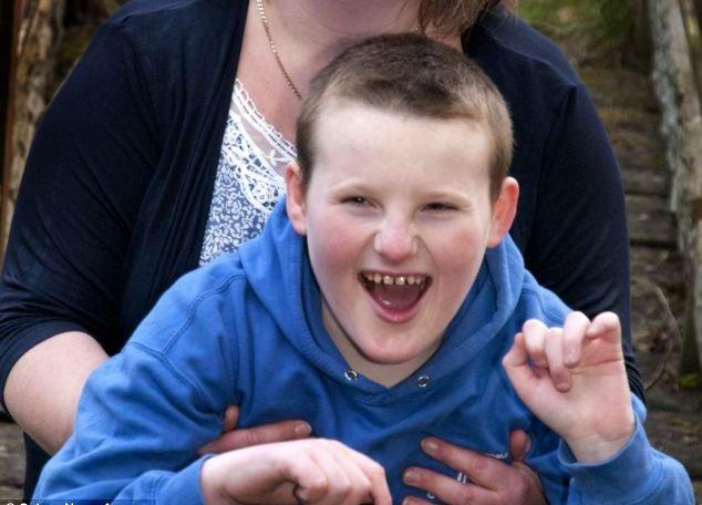 Гавра на СЪДБАТА! 11-годишно момче не престава да се усмихва!