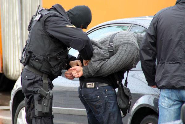 Французин изгори с киселина три българки