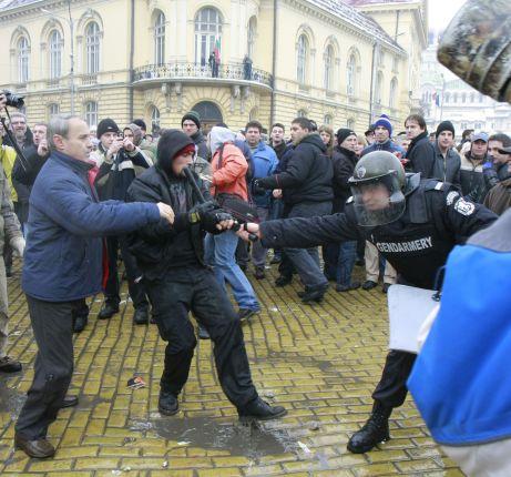 Кои са фалшивите лица на протестите?