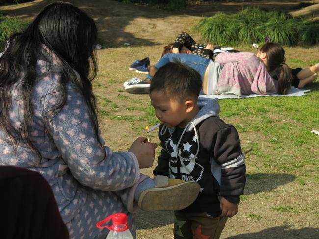3-годишен закоравял пушач в Китай възмути милиони! (ВИДЕО + СНИМКИ)