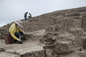 Съоръжението е на възраст 1 300 години и в него археолозите намират керамика, злато и 63 човешки мумии