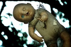 Островът с обесените кукли