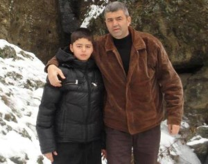 Един син, който не иска да губи своя баща. Можем ли да им помогнем?
