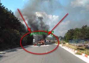 Това е горящата кола, близо до пистата във Варна