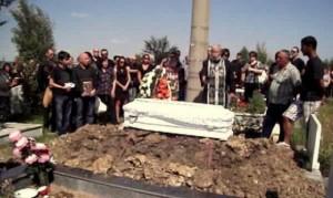Погребаха малката 6-годишна Лени