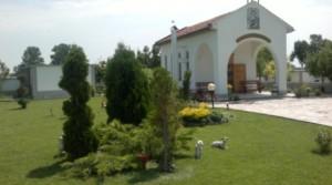 Храмът Св. Пантелеймон в двора на ясновидката Щирона