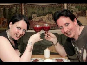 Вампирите пият кръвта взаимно от любов