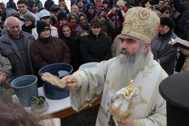 Страстите във Варна отново кипят: Водолаз изпратил дядо Кирил при Всевишния