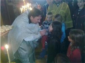 Отец Михаил лекува с помощта на Божиите молитви
