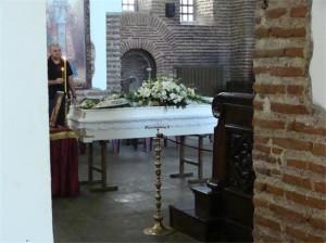 Тялото на Алис Крайчева беше положено в бял ковчег