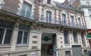 Банката BNP Paraba във френския град Рен, в която е била заключена бабата.