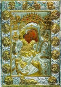 Чудотворната икона на Божията майка обикаля из България, за да носи благодат
