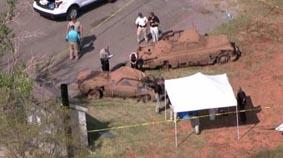 От дъното на езеро в американския щат Оклахома са извадени два стари автомобила, в които са открити шест скелета