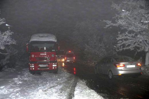 Снежната приказка започва да се превръща в снежна трагедия! (СНИМКИ)