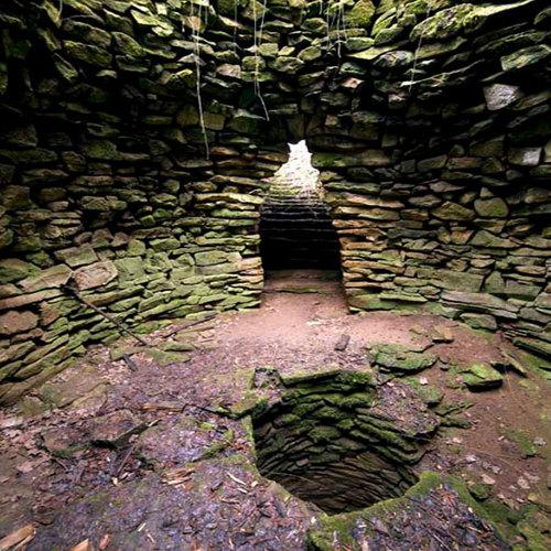 Мистериозен храм в хилядолетен кладенец