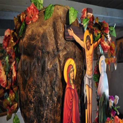 Необикновен камък в малка църква събира хора от цяла България