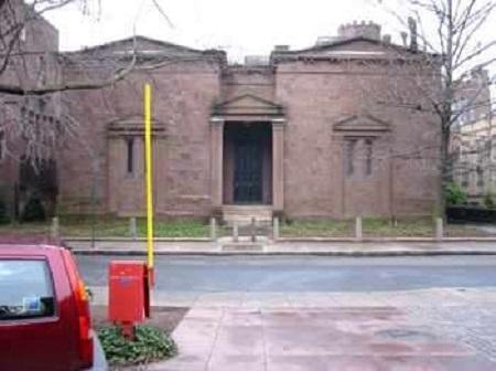 Един клуб с мрачна история е даден под съд от индианците апачи