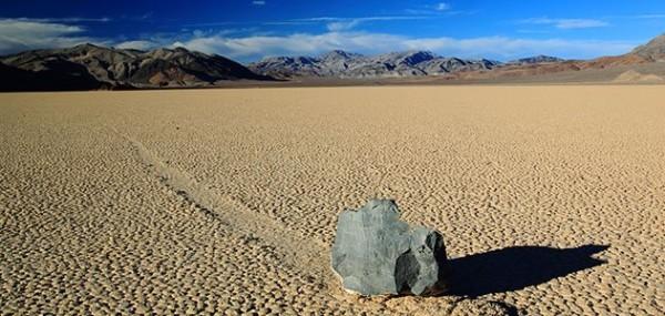 Посетителите на Долината на Смъртта могат да видят уникалните движещи се камъни