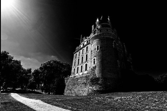 мистериозни замъци