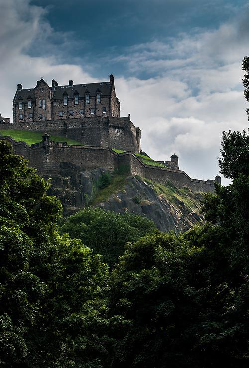 Готови ли сте за вълнуващо пътешествие сред едни от най-мистериозните замъци в света