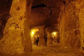 Подземният град