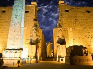 История с призрак от древен Египет – храмът Луксор в Тива