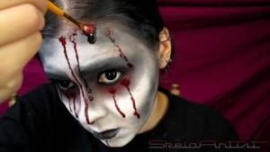 грим и костюм за Хелоуин