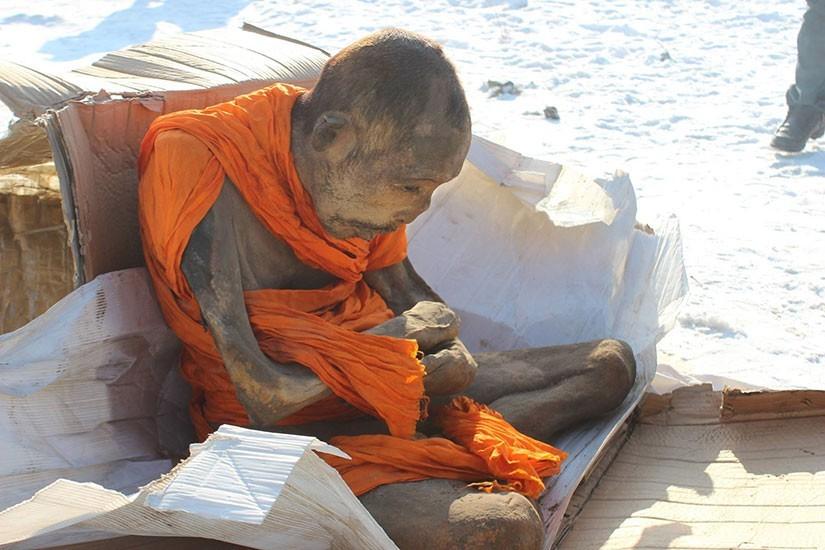 Чудо ли съхранява тялото на будистки монах като живо?