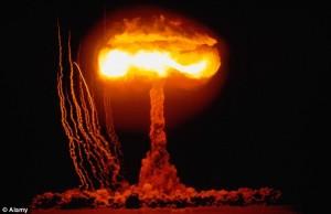 Човечеството само може да се унищожи, чрез ядрено или биологично оръжие