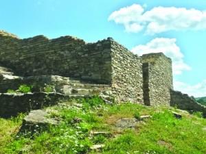 Подземен град скрит под Крушовската планина