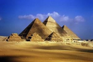 Пирамидите в Гиза залети от море? (Учени откриват интересна находка)
