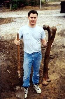 Снимка на бедрена кост, открита в югоизточна Турция през 1950 година