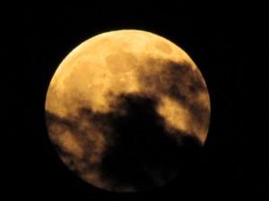 Насладете се на прекрасната гледка на рядкото явление Синя Луна